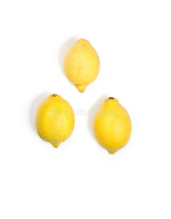 Drie gele verse citroenen stock afbeeldingen