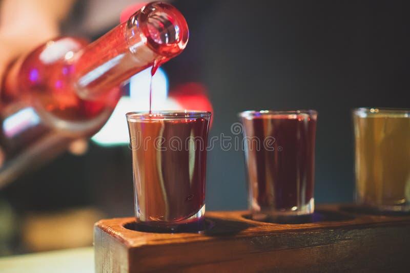 Drie glazen met koude wodka en glazen kola royalty-vrije stock foto