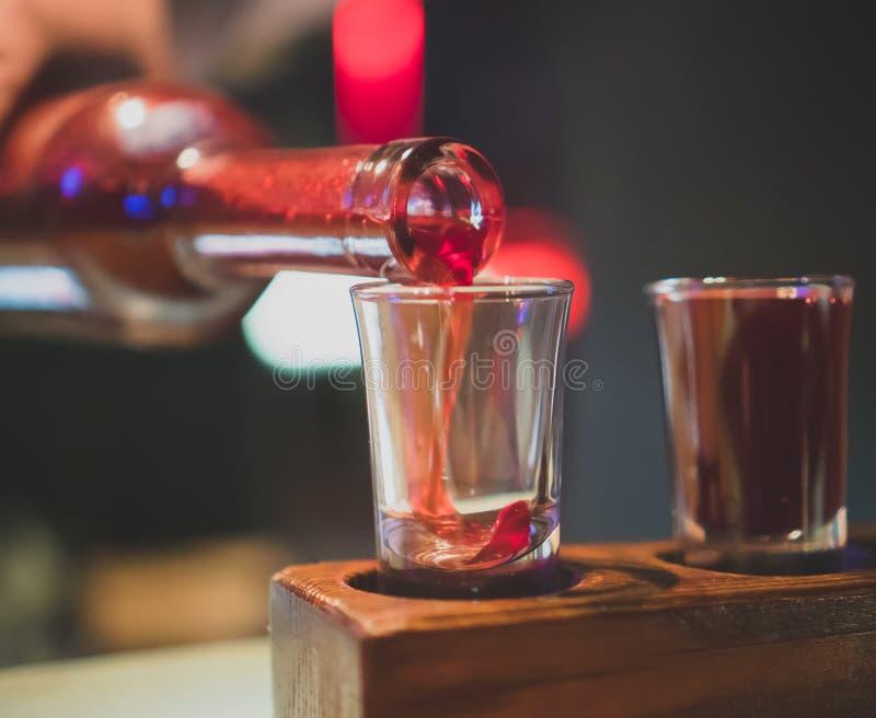 Drie glazen met koude wodka en glazen kola royalty-vrije stock afbeelding