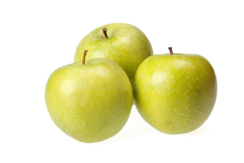 Drie groene appelen die op wit worden geïsoleerdt royalty-vrije stock afbeelding