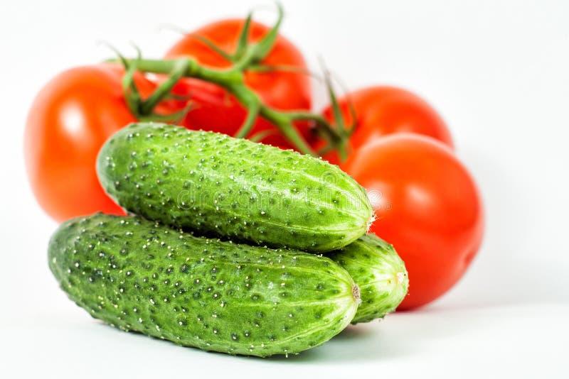 Drie groene smakelijke komkommers stock afbeeldingen