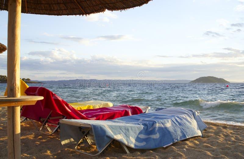Drie Handdoeken op het Strand stock fotografie