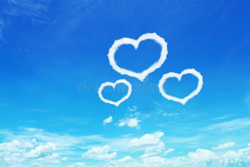 drie hart gevormde wolken op blauwe hemel voor ontwerp royalty-vrije stock foto's