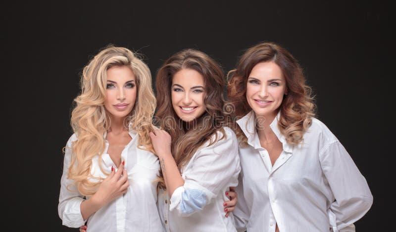 Drie het volwassen dames stellen royalty-vrije stock fotografie