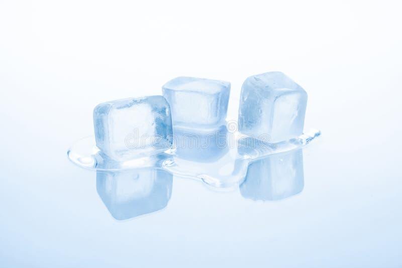 Drie ijsblokjes smelten royalty-vrije stock foto's