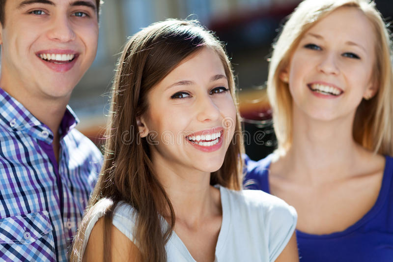 Drie Jonge Mensen Het Glimlachen Royalty-vrije Stock Fotografie