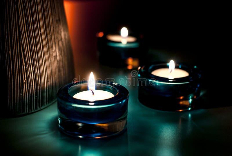 Drie kaarsen in de nacht royalty-vrije stock afbeelding