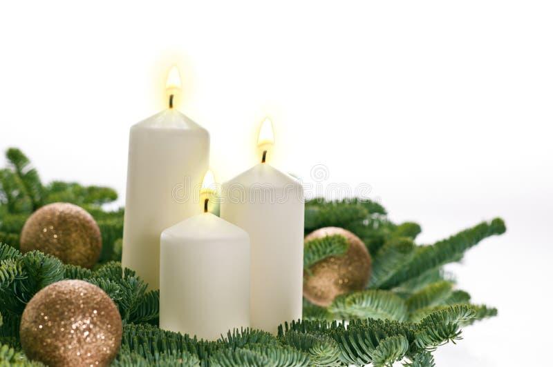 Drie kaarsen in komst het plaatsen stock fotografie