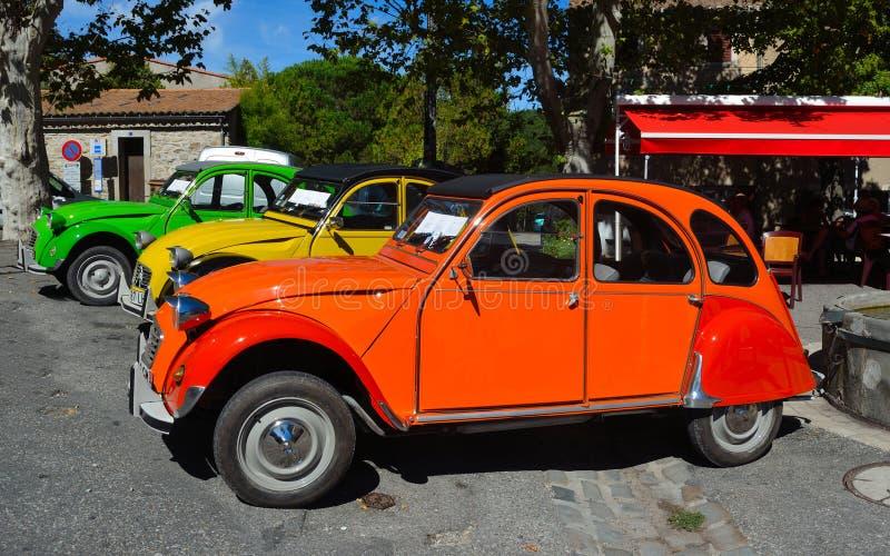 Drie Klassieke auto's van Citroën 2CV op tonen stock foto