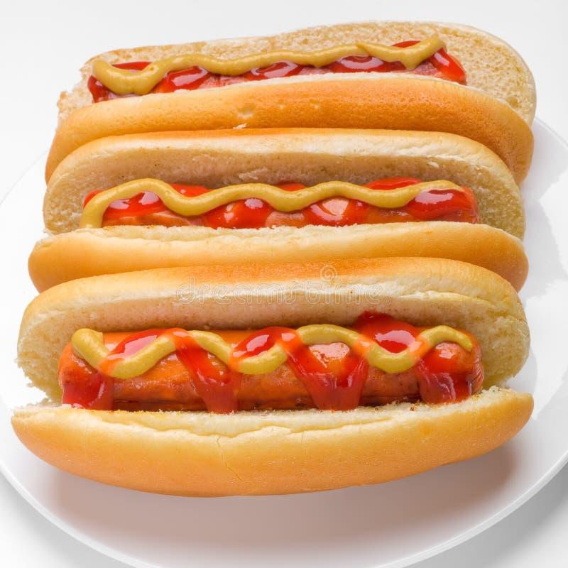 Drie klassieke hotdogs stock afbeelding
