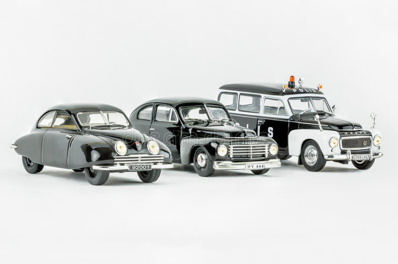 Drie klassieke uitstekende miniatuurauto's, één politiewagen, Schaalmodellen stock foto's