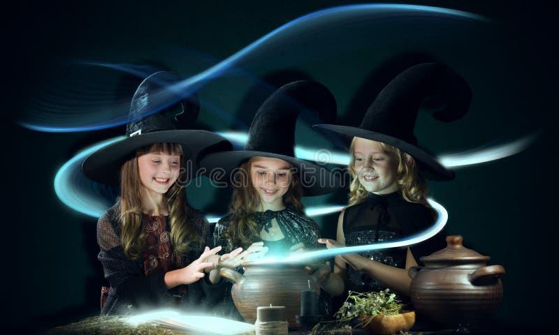 Drie kleine heksen royalty-vrije stock afbeeldingen