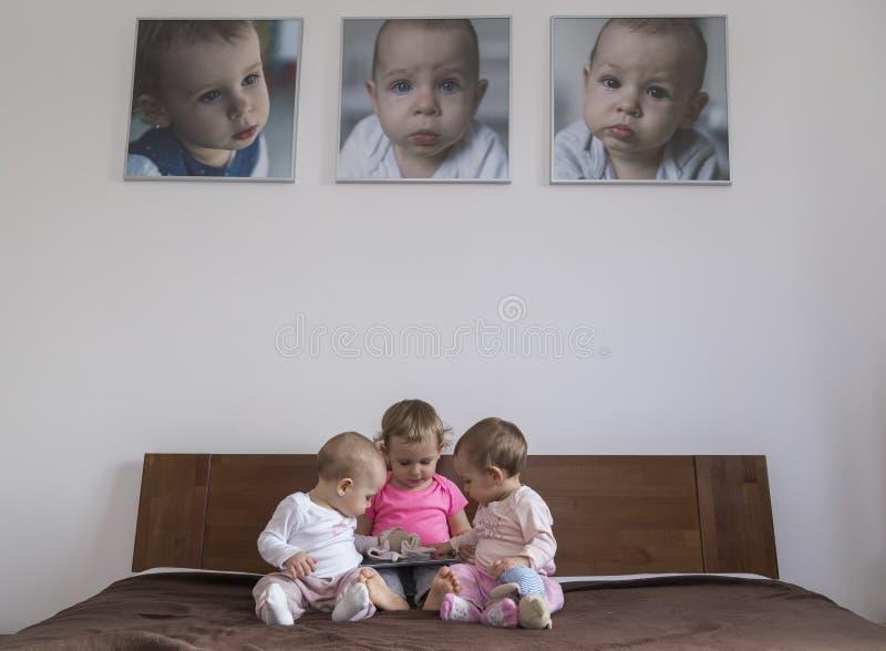 Drie kleine zusters royalty-vrije stock foto