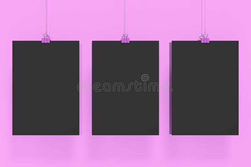 Drie lege zwarte affiches met het model van de bindmiddelenklem op violette achtergrond royalty-vrije stock foto