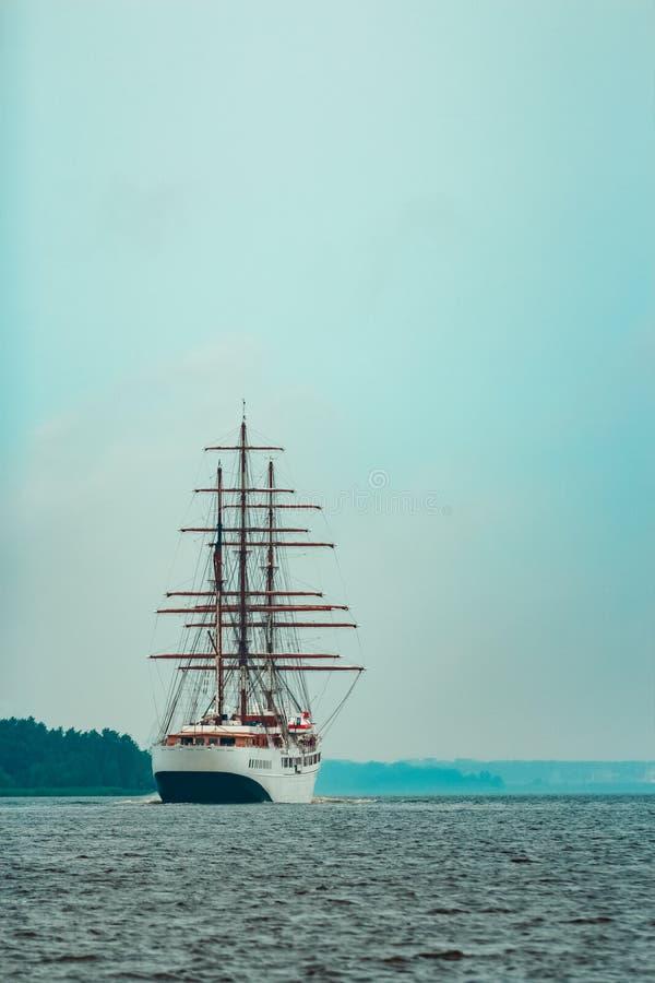 Drie mast varend schip stock foto's