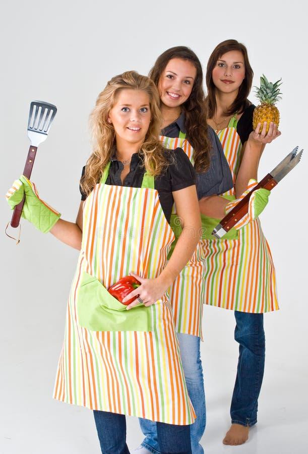 Drie meisjes het koken stock foto's