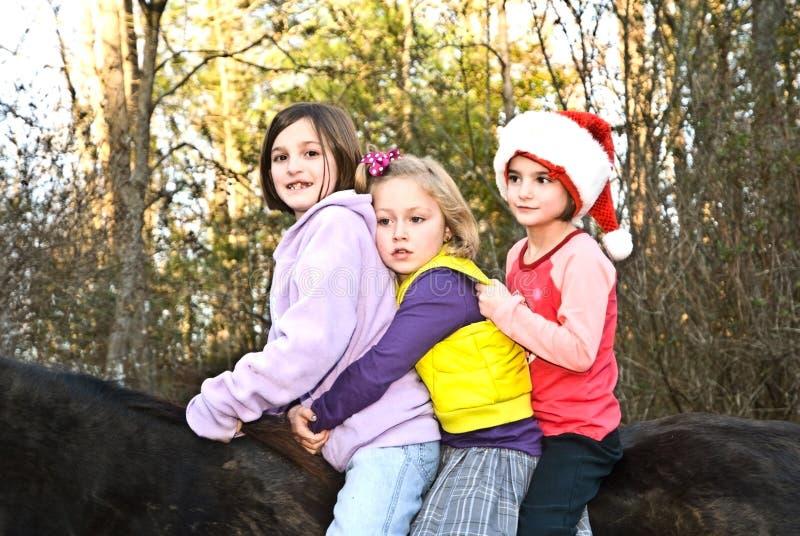 Drie Meisjes op een Paard royalty-vrije stock afbeeldingen