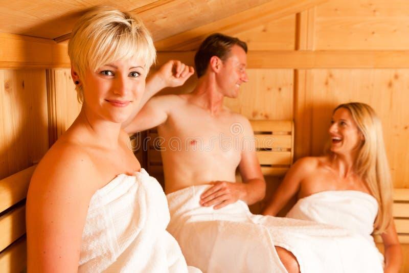 Drie mensen in sauna royalty-vrije stock foto's