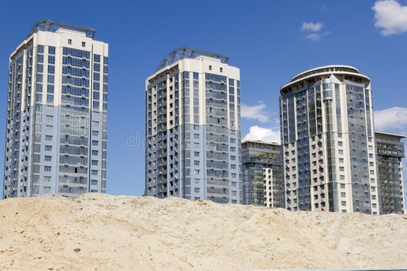 Drie nieuwe high-rise gebouwen stock foto
