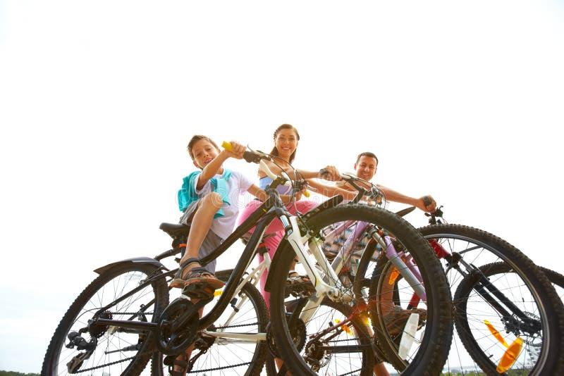 Drie op fietsen royalty-vrije stock foto's
