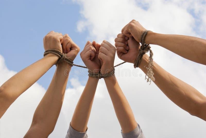Drie paren menselijke handen bonden omhoog samen royalty-vrije stock afbeeldingen