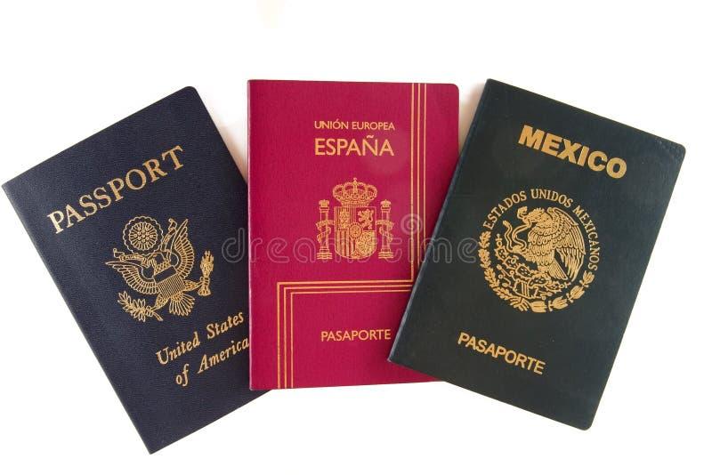 Drie paspoorten (Amerikaan, Mexicaan en het Spaans) stock foto's
