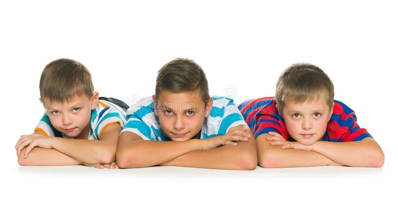 Drie peinzende kinderen stock fotografie