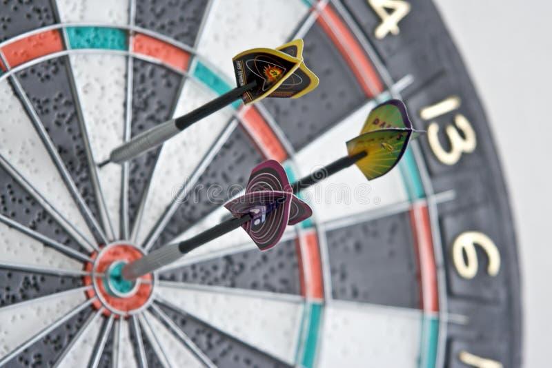 Drie pijltjes in dartboard royalty-vrije stock foto