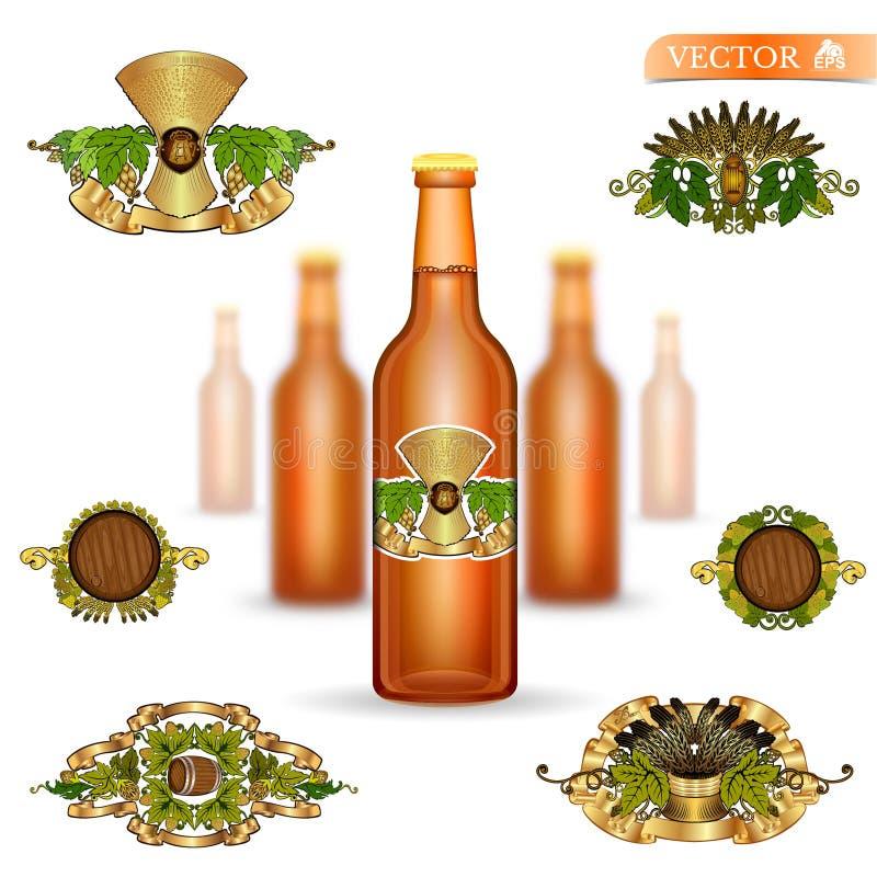 Drie realistische onechte omhoog bruine glasfles bier en reeks luxeetiketten op witte achtergrond vector illustratie