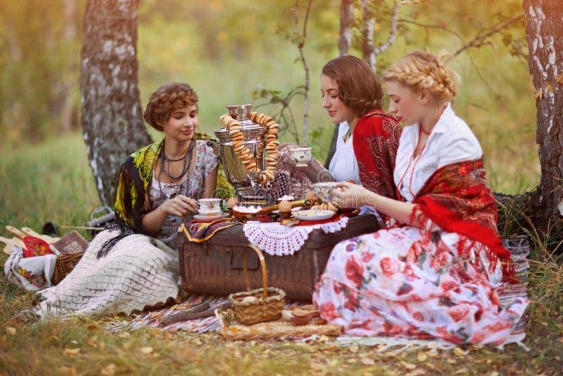 Drie Russische vrouwen royalty-vrije stock afbeeldingen