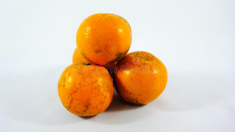 Drie sinaasappelen op witte achtergrond royalty-vrije stock foto