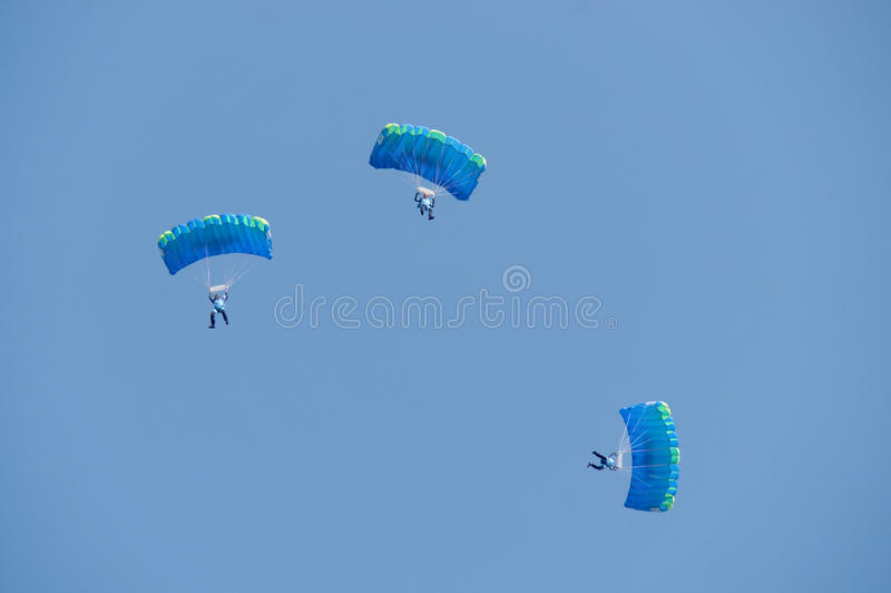 Drie skydivers stock foto