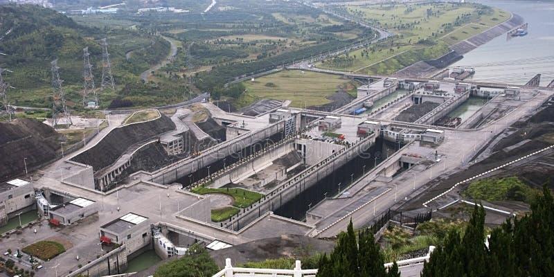 Drie Sloten van het Schip van de Dam van Kloven, de Reis van Yangtze China stock foto