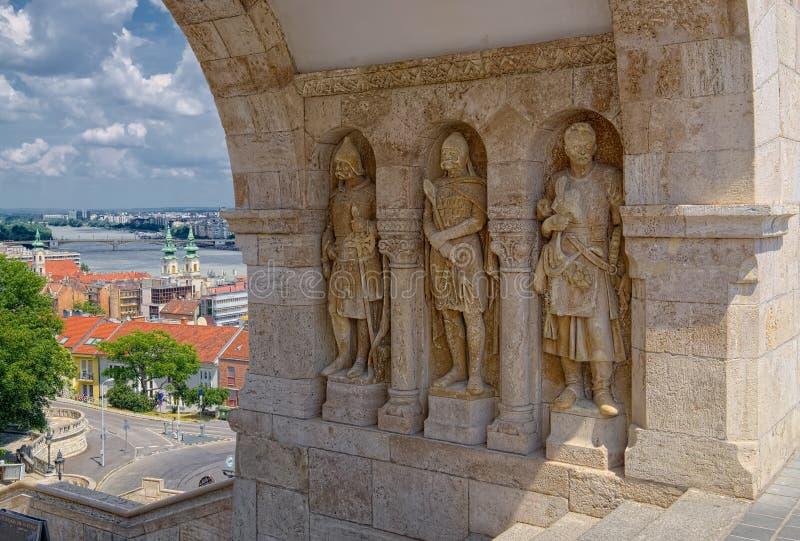 Drie standbeelden van beschermers in Boedapest, Hongarije stock afbeelding