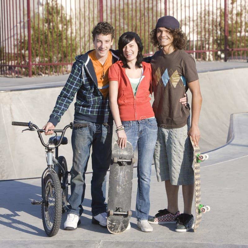 Drie tienerjaren bij skatepark