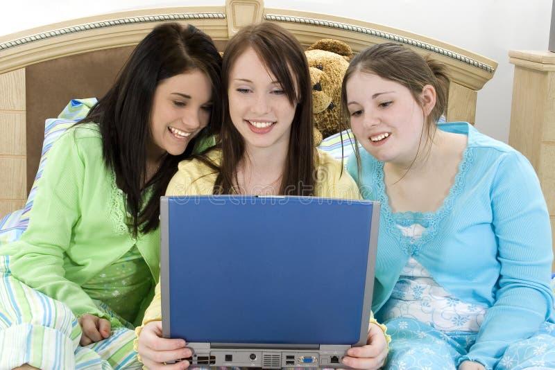 Drie Tienerjaren en Laptop stock fotografie