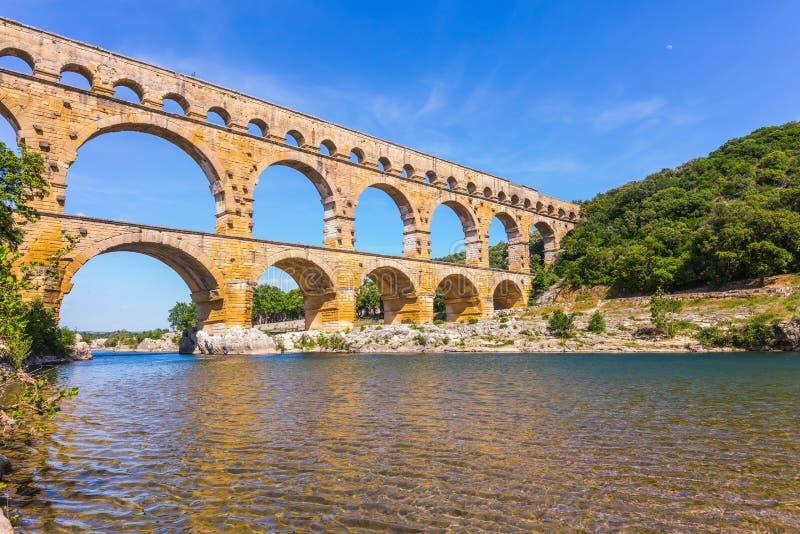 Drie-tiered aquaduct Pont du Gard stock foto