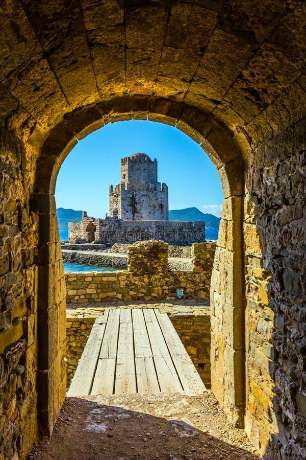 Drie-tiered watchtower in kasteel Methoni royalty-vrije stock afbeelding