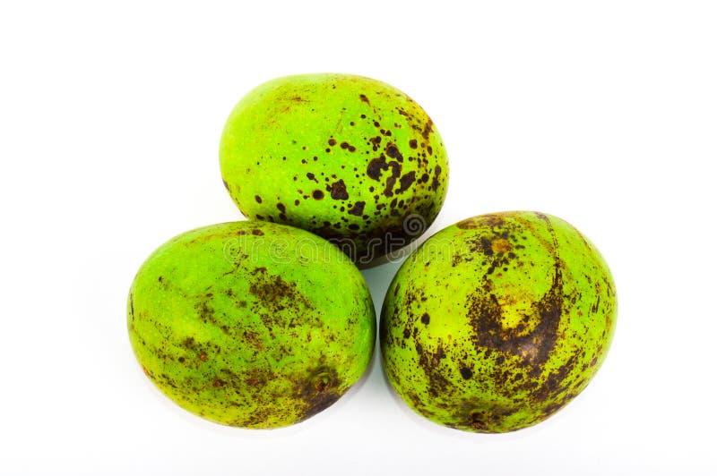 Drie tropische mango's op witte achtergrond royalty-vrije stock foto's
