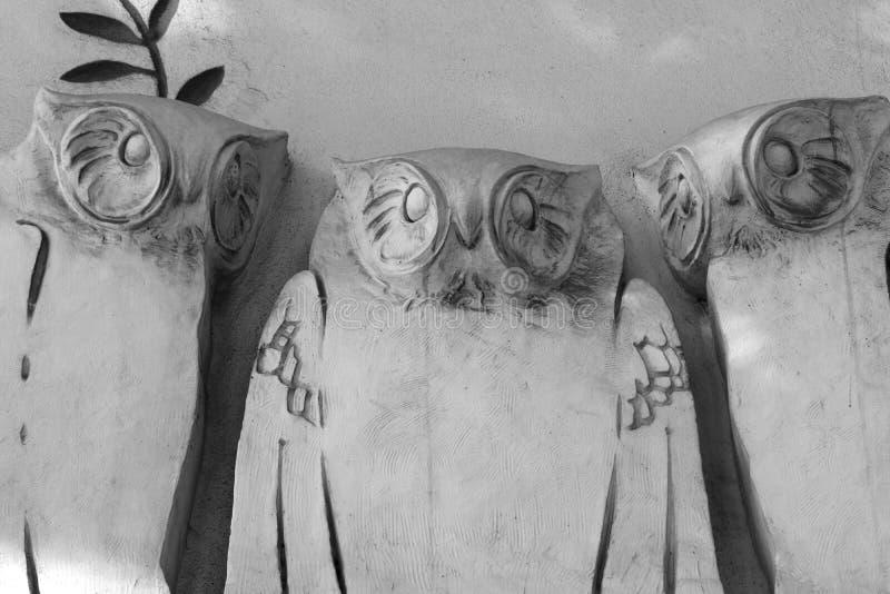 Drie uilen in kunstnovae stock fotografie