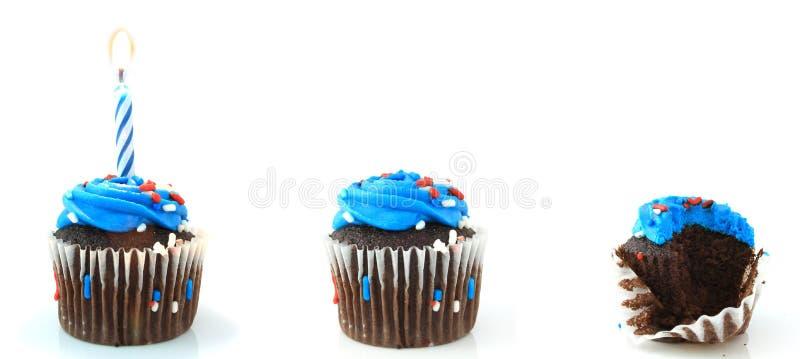 Drie Verjaardag Cupcakes stock afbeeldingen