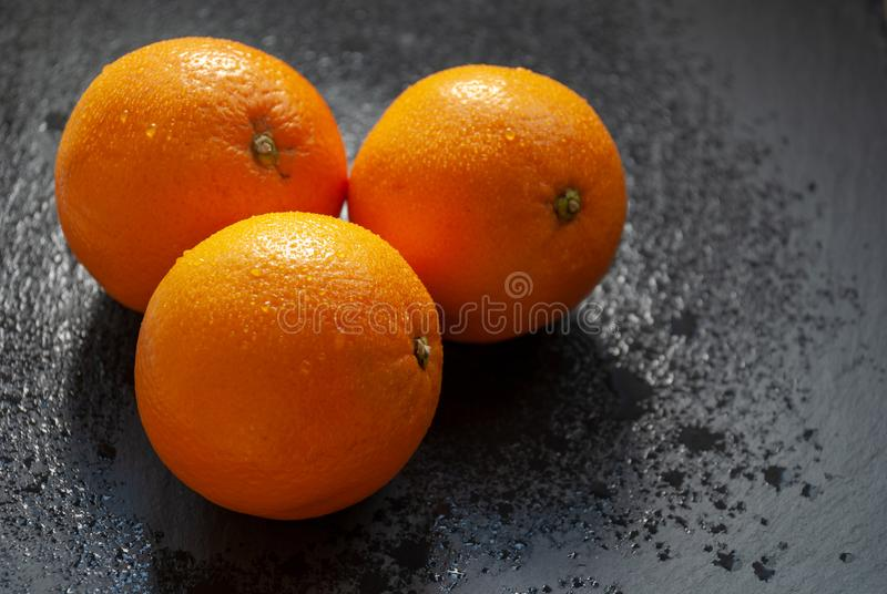 Drie verse sinaasappelen stock afbeeldingen