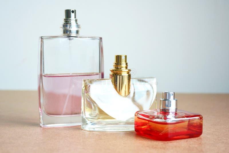 Drie vormen van parfumflessen stock fotografie
