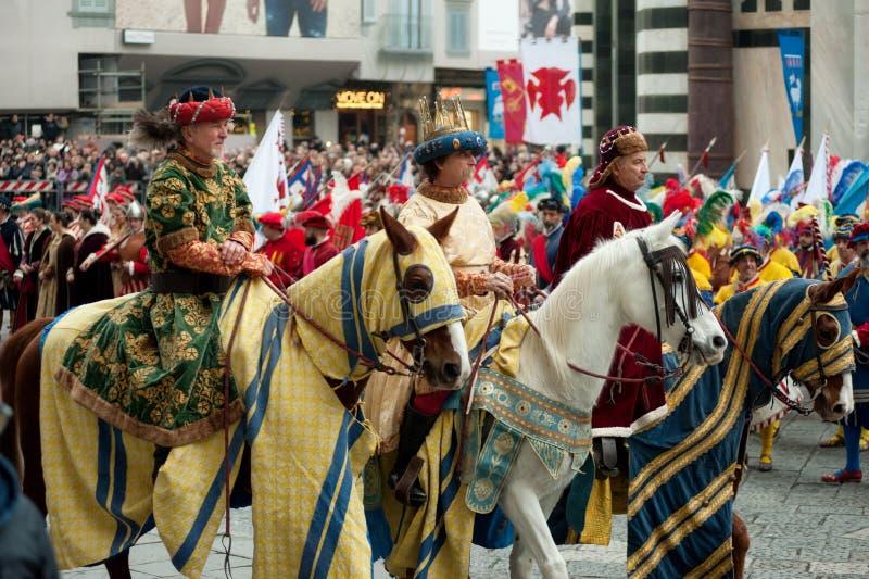 Drie Wijzen op horseback in het Kathedraalvierkant van Florence stock foto
