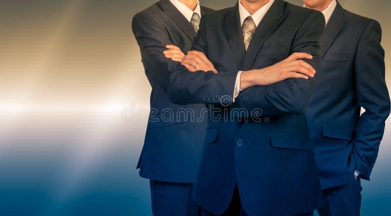Drie zakenlieden in kostuums Bedrijfsconceptenleider MENSENmacht stock afbeeldingen