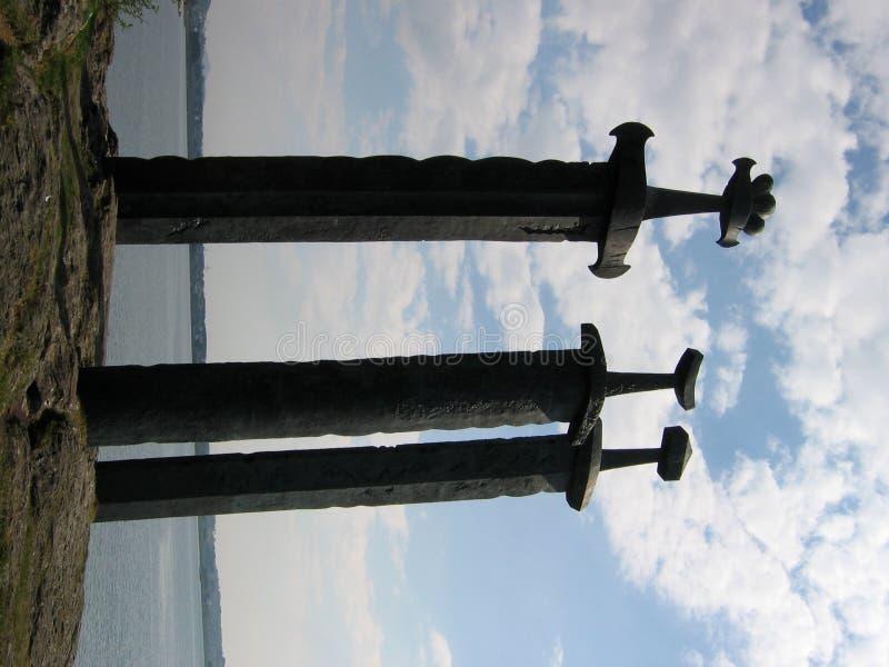 Drie zwaarden in Hafrsfjord stock foto