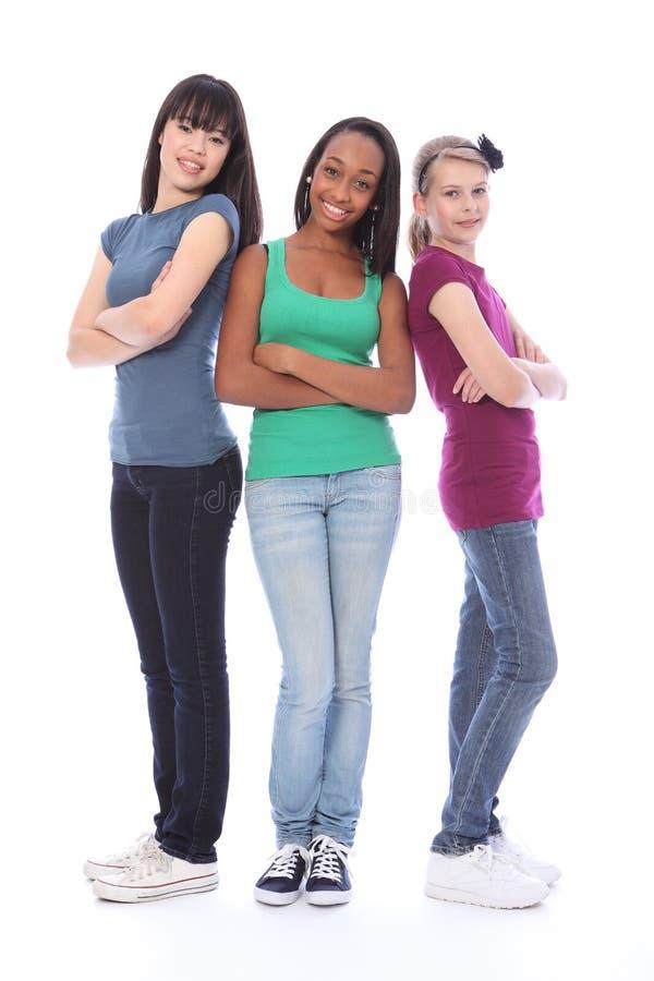Drie zwarte wit van tienervrienden en Aziatisch stock foto's