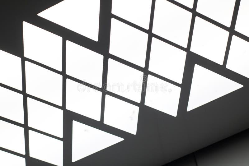 Driehoekige bollen op het plafond van de lift stock afbeeldingen