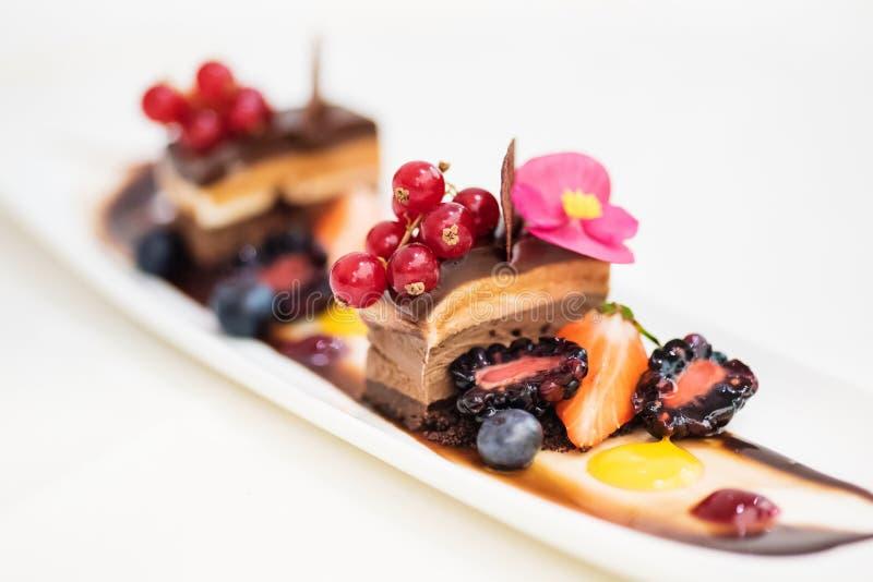 Drievoudig chocoladedessert royalty-vrije stock afbeeldingen
