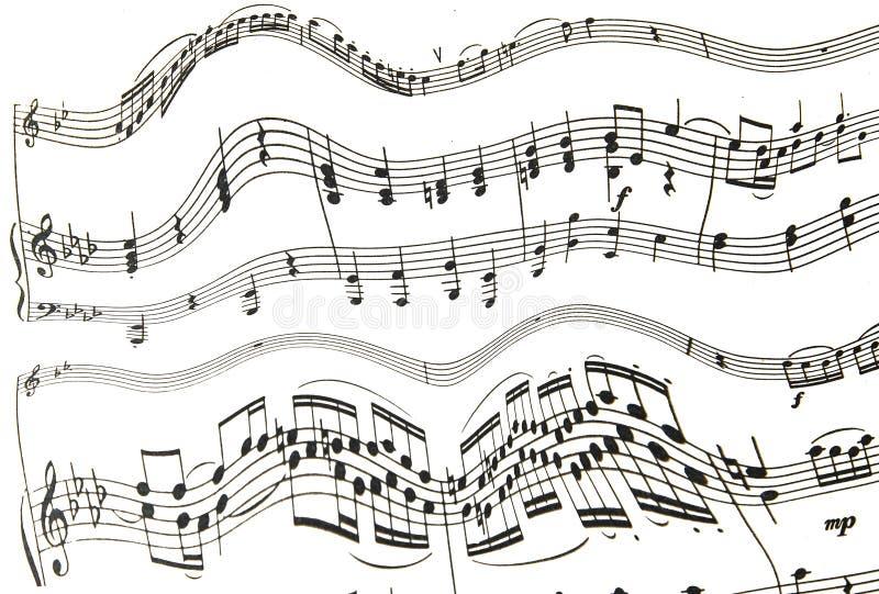 Drievoudige en bassleutel met melodienota's over witte achtergrond stock foto